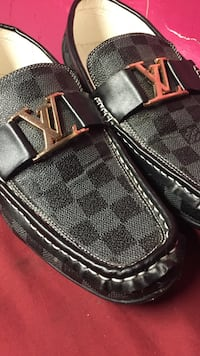 Louis Vuitton Loafers size 10