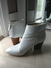 Size 7 White leather Ankle Boots Vancouver, V5N 4B9