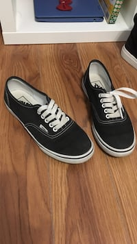 Vans shoes size 5 women's Burnaby, V3N 2K1