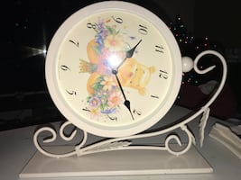 NEW!!! Winnie the Pooh 2 Sided Wall Mounted Battery Powered Clock