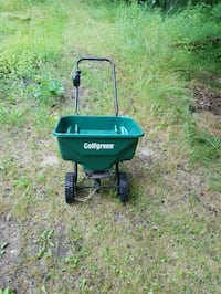 black and green Scotts seed spreader Richer, R0E 1S0