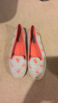 pair of white-and-red slip on shoes Milford, 45150