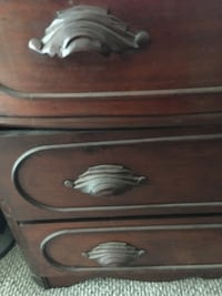 Brown wooden 3 drawer bachelors chest