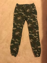 Camo Pants size small  Guelph, N1L 0B5