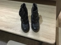 Pair of black leather boots Vancouver, V5R