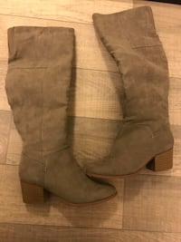 Grey boots size 6 Mississauga, L5B 4M6