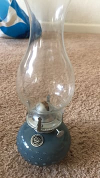 Incredibly beautiful Farm Lamplight. In care is the light goes out it can be very very helpful Blue ceramic kerosene lamp Norfolk, 23523