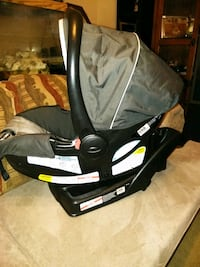 Graco car seat, base, and stroller frame  Newark, 19702
