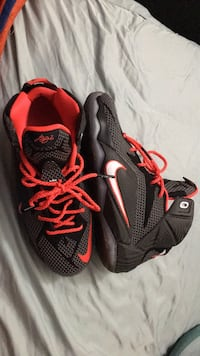pair of black-and-red running shoes San Antonio, 78229