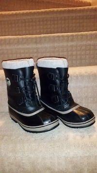 pair of black leather boots MARKHAM