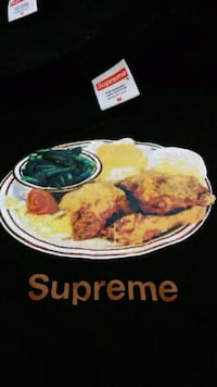 Supreme ss18 chicken dinner and rocks tee size med Toronto, M6A 2S3