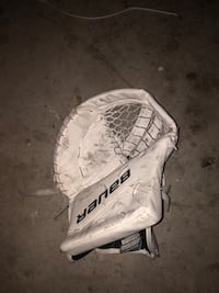 Sr Goalie Glove 8/10 condition Pickering, L1W 3K3