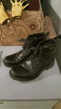 Men's boots size 9.5 London, N6G 1E5