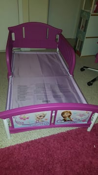 Frozen bed and table toddler set Woodbridge, 22193