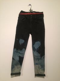 High rise jeans with cropped legs Kelowna, V1X 1A3
