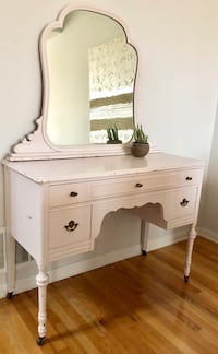 White painted French provincial vanity Milton, L9T 0N2