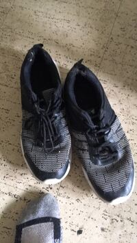 Pair of black-and-gray rocawear running shoes London, N6G 2V3