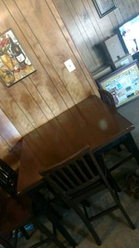 Brown table and chairs Monroe, 71201
