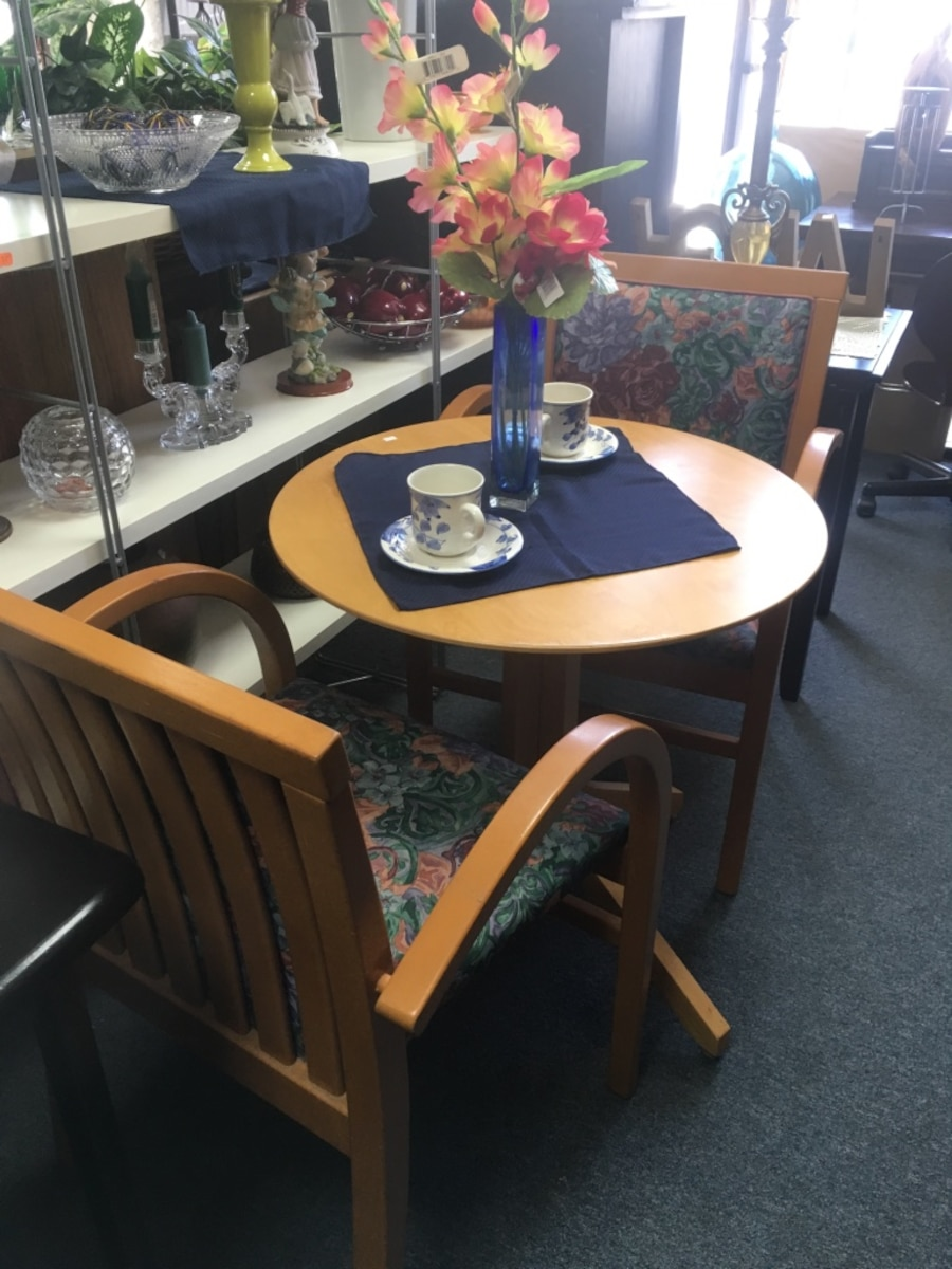 Brown Wooden Table And Armchairs Set In San Diego Letgo