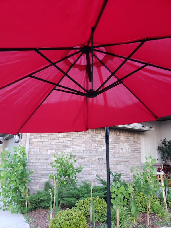 10 F Outdoor Umbrella With Metal Base  547c9071-27be-4b51-b819-0c3858a962be