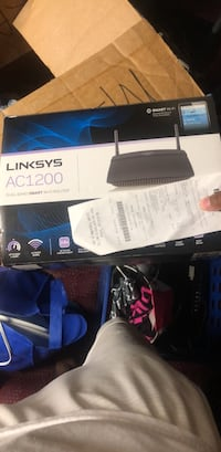 Linksys AC1200 Router bought for 80 selling for $40.