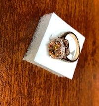 18K Gold Ring - Size 8 (Yes Oui Negotiable)