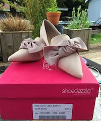 Women's pair of white flats with box Lakewood, 98498