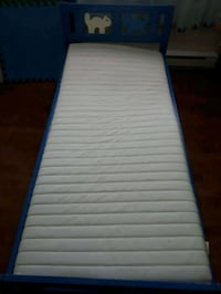 white and blue bed frame Repentigny, J5Y