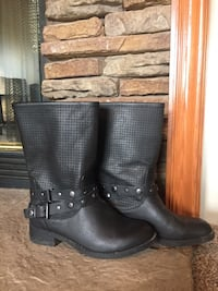 Boots size 6  Hodgenville, 42748