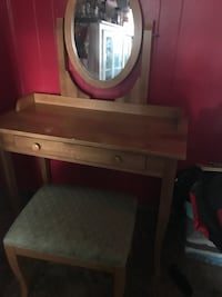 brown wooden vanity table with mirror Ontario, 91762