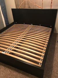 Black king sized bed frame. Practically brand new. Selling for downsizing purposes. Original value $500. I will transport and put together the bed frame at no extra cost. Spring, 77388