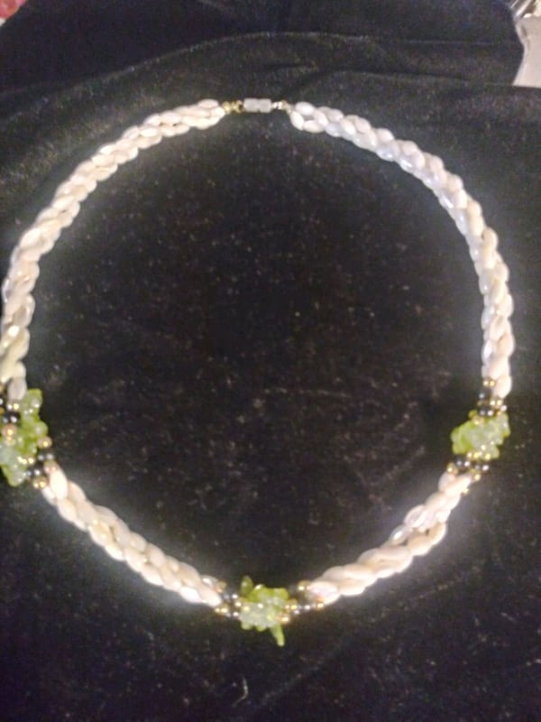 Mother of pearl with black and green accent necklace vintage e602f560-6ac6-40f4-b0ed-3564904357d7