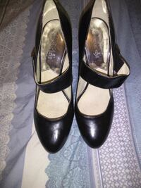 pair of black leather heeled shoes Lauderdale Lakes, 33309