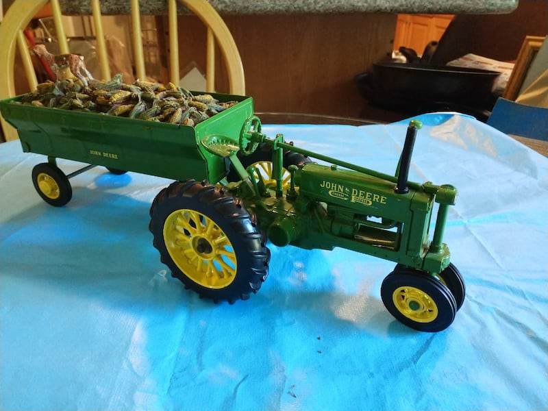John Deere Toy Tractor with Corn Wagon with Dog. 14daaa39-a2c6-4b91-aa25-3e6fcbf3513b