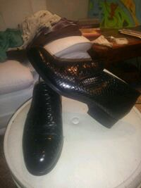 pair of black leather dress shoes Vancouver, 98682