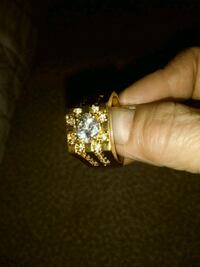 gold-colored ring with clear gemstones Bakersfield, 93309