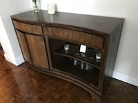 Beautiful Server and Buffet & Hutch in Great Condition Mississauga, L5G 3B6