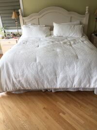 King size white bed comforter and pillow shams  Toronto, M5G