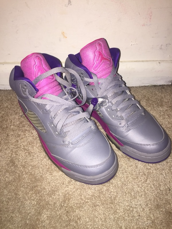hot sale online 5d0b9 360c7 Gray and pink air jordan basketball shoes.big kids youth size 7 fit women's  8-8.5