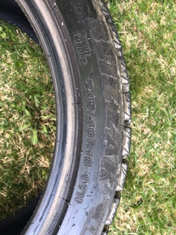 4 tires  Bridgestone Blizzak 4