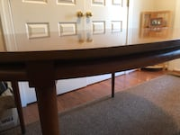 Dining Room table with two leaves  45 km