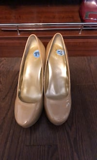 Me too New York 7.5  only worn once nude pump heels  Mississauga, L5M 1C2
