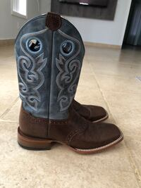 Pair of cowboy boots with belt  Weslaco, 78596