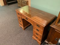Solid maple wood desk Sterling Heights, 48312