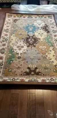 brand new white, green, and brown floral area rug Mississauga, L5J 4E6
