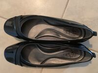 Pair of black leather flats Aldie, 20105