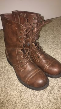 pair of brown leather boots South Grafton, 01560
