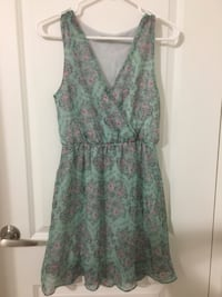 green-and-red floral surplice neckline dress Pointe-Claire