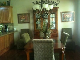 HUTCH AND DINING ROOM SET 6 CHAIRS