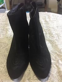 Suede with rose embellishments 8w Excellent condition new Edmonton, T5C 2A7